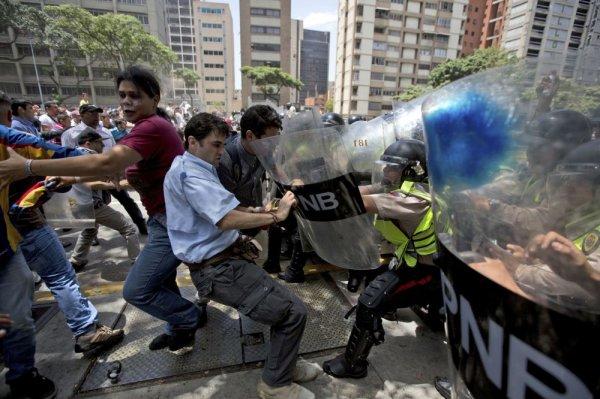Теракт с попыткой захвата произошел на военной базе в Венесуэле