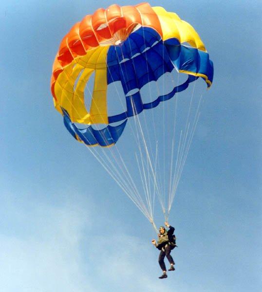 В Магнитогорске устраивали прыжки с парашюта без разрешительных документов