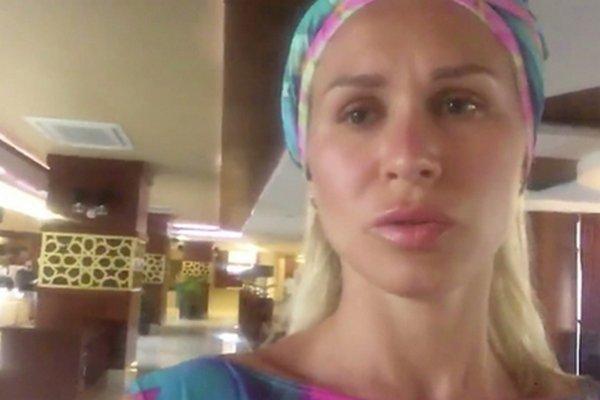 В турецком отеле за фотографирование друзей избили москвичку