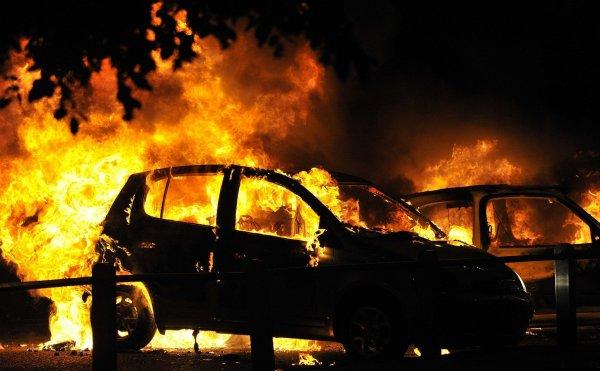 В центре Москвы рядом с заправкой сгорел Lexus
