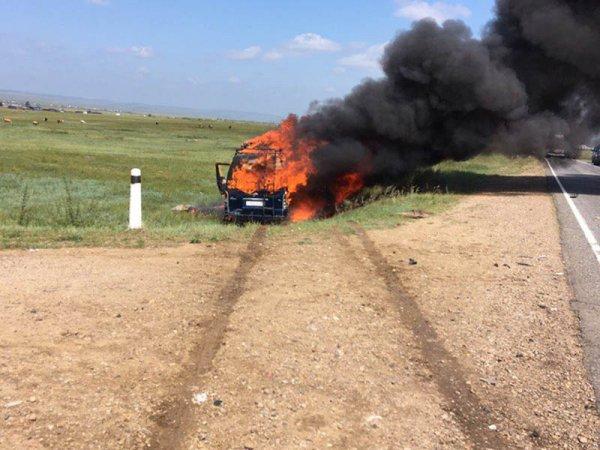В Иркутской области загорелась маршрутка с туристами