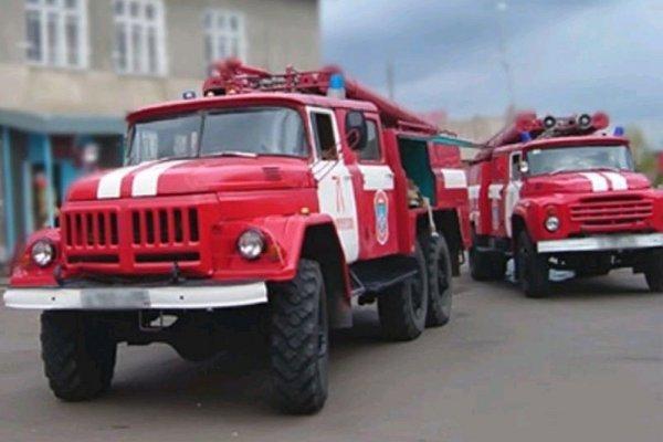 В Москве спасатели потушили пожар в подвале пятиэтажки