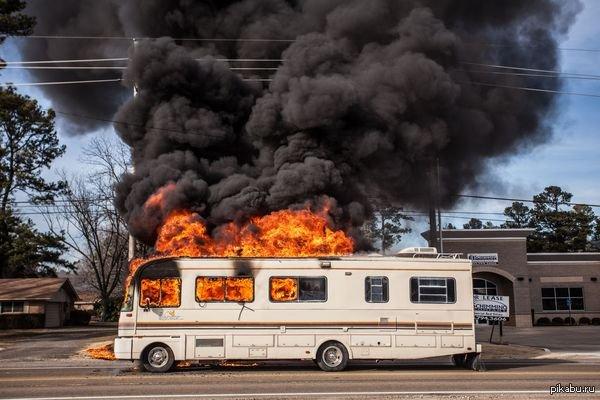 На юге Москвы загорелся рейсовый автобус с пассажирами