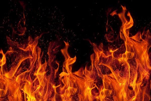 В центре Москвы горит пятиэтажный дом