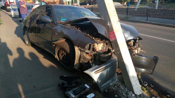 В Москве иномарка на скорости 150 км/ч влетела в столб