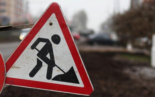 В Барнауле на ребенка упал столб