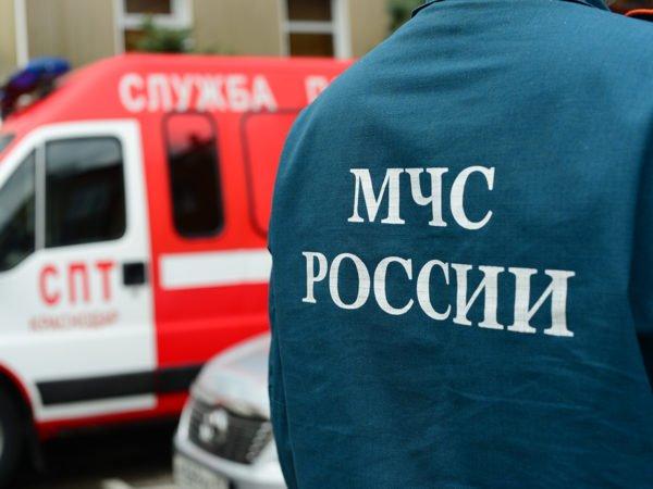 В подъезде двухэтажного дома в Екатеринбурге обрушился потолок