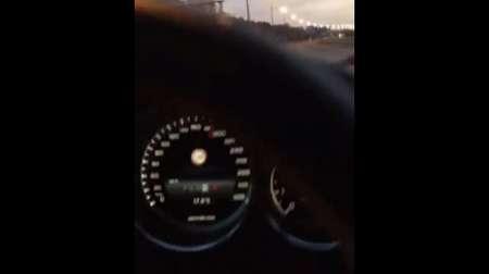 В Москве автомобиль Mercedes-AMG разогнался до 300 километров в час. ВИДЕО