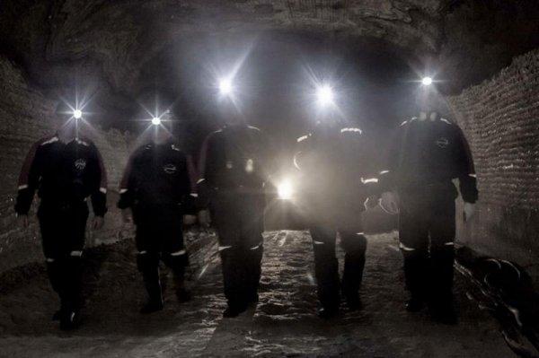 Поиски пропавших горняков на шахте