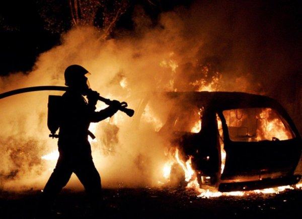 На Пулковском шоссе за ночь сгорели два автомобиля