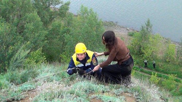 В Кемерове девушка необдуманно забралась на гору ради селфи