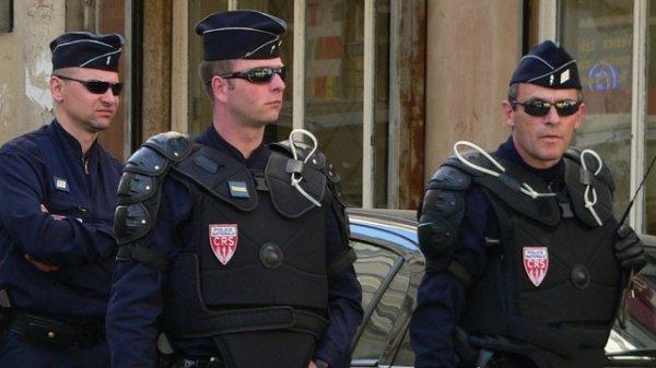 В две автобусные остановки в Марселе врезался автомобиль