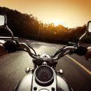 В Москве мотоциклист попал в больницу после столкновения с автобусом
