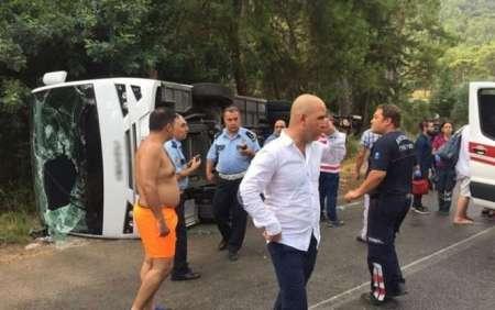 В перевернувшемся 21 августа автобусе на трассе Анталья - Кемер в Турции пострадали 11 россиян. ФОТО
