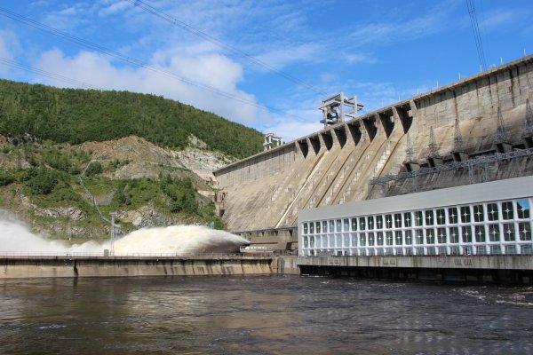 Названы причины аварии на ГЭС в Приамурье и снят режим ЧС