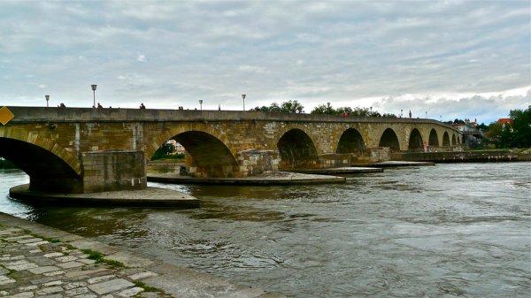 В Баварии обрушился мост во время фотографирования подростков