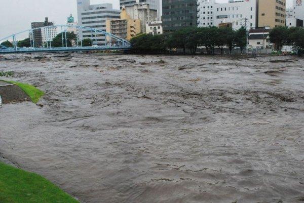 Южные районы Петербурга затопило вследствие ливневых дождей