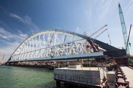 Крымский мост, последние новости: Строители приступили к установке железнодорожной арки