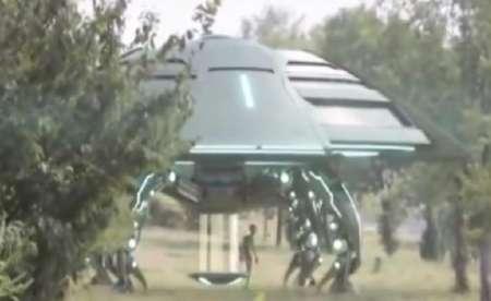 В Китае очевидцы сняли приземление НЛО и высадку инопланетян. ВИДЕО