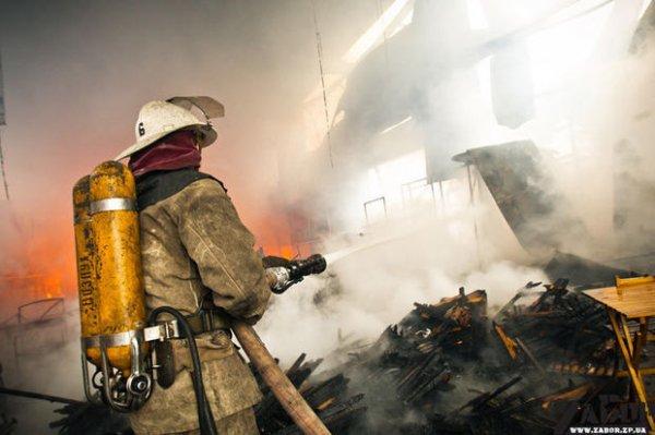 Пожарные ликвидировали возгорание в здании на юго-западе Москвы
