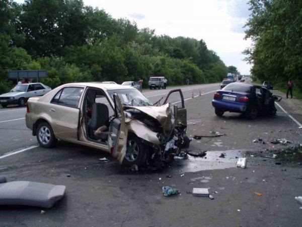 На КАД произошло смертельное ДТП, в котором столкнулись две машины и погиб мотоциклист