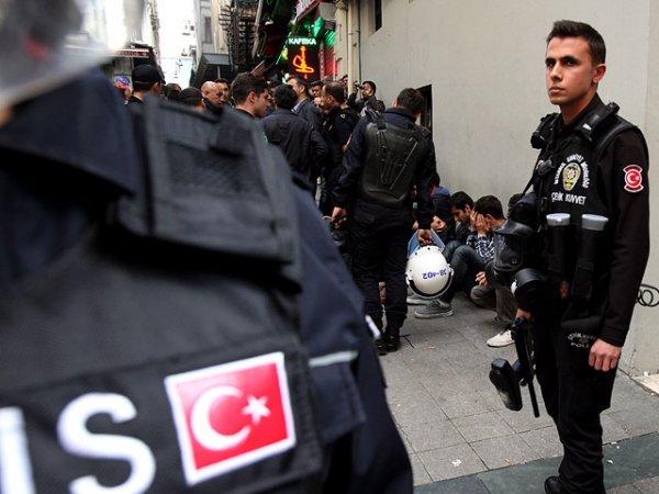 Рядом с пассажирским автобусом в Турции прогремел взрыв