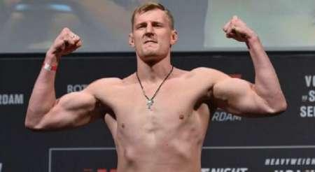 Видео: Российский боец MMA Александр Волков нокаутировал голландского гиганта Стефана Штруве