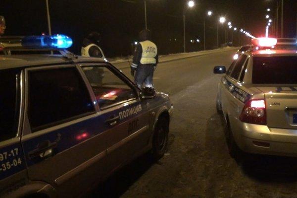 Под Ярославлем столкнулись две фуры и легковая, есть пострадавшие