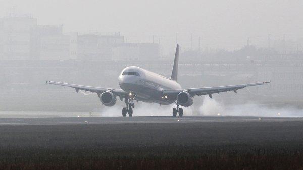 Самолет «Саратовских авиалиний» экстренно сел из-за проблем с двигателем, имеются пострадавшие