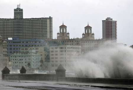 Ураган «Ирма» обрушил на Кубу многометровые волны. ФОТО, ВИДЕО