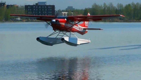Гидросамолет жестко приземлился на озере Селигер в Тверской области