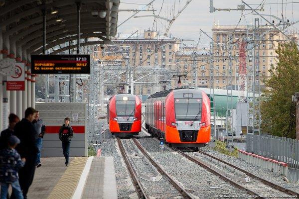 Движение поездов на МЦК приостановилось из-за выехавшей на пути машины