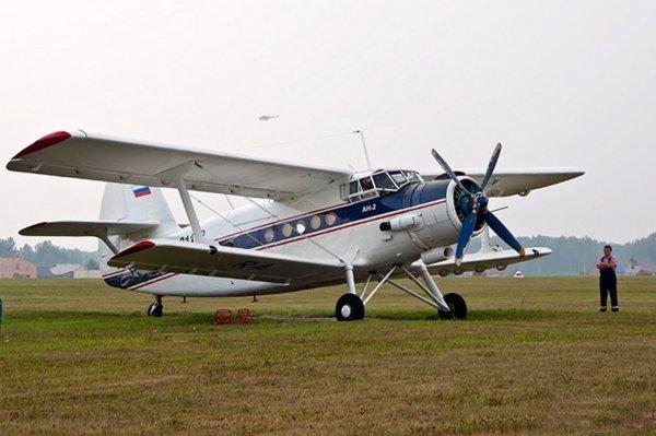 В Свердловской области самолет сел на трассу
