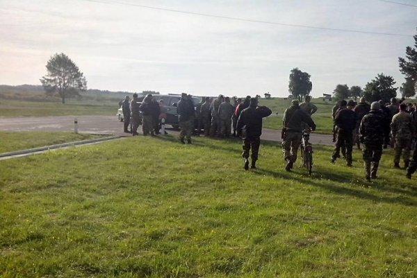 На Украине подо Львовом обнаружили 50 человек в военной форме