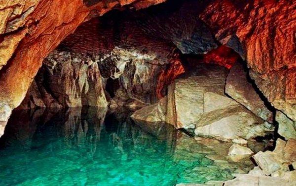 В Сочи при погружении в подводную пещеру пропал дайвер
