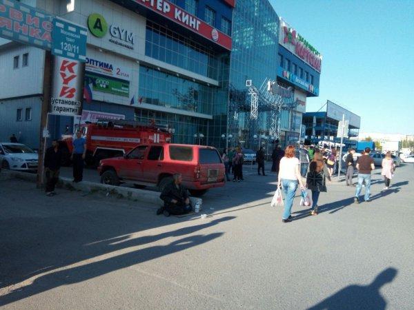 В Тюмени срочно эвакуируют людей в шести торговых центрах