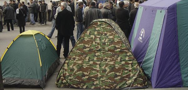 Полиция в Одессе попыталась разогнать протестующих с палатками у стен горсовета