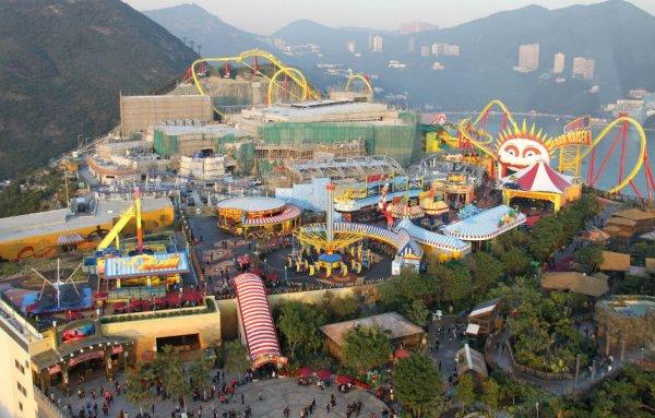 Мужчина умер в парке развлечений в китайском Гонконге