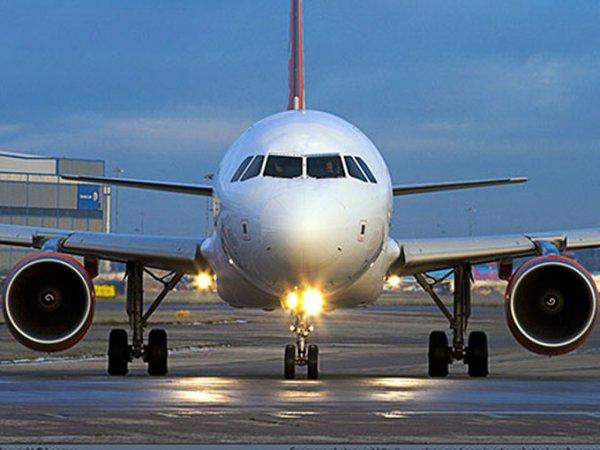 Пассажиры, летевшие из Крыма в Москву, устроили дебош в самолете