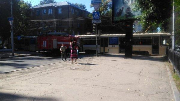 В Саратове пожарный автомобиль протаранил трамвай