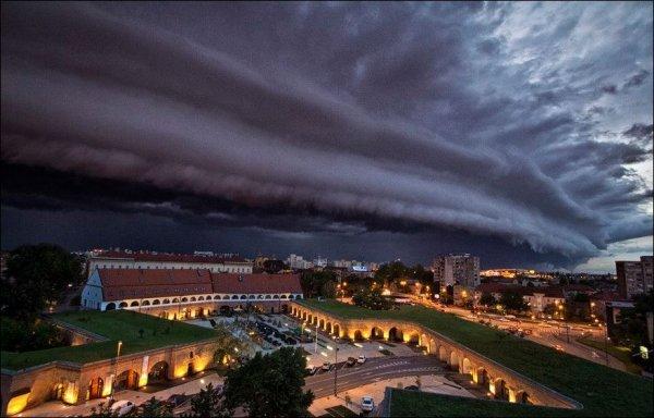 Восемь человек погибли, десятки пострадали в Румынии из-за урагана