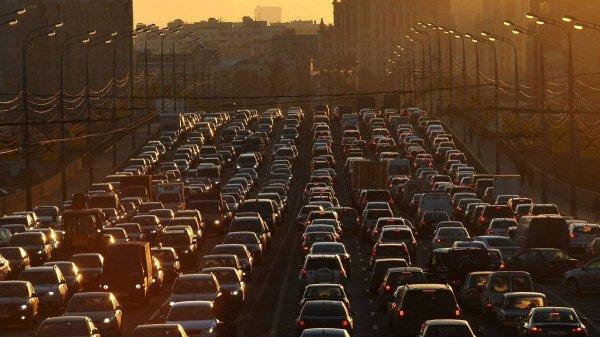 В центре Москвы столкнулись 5 авто и образовали километровую пробку