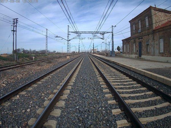 Во Владивостоке школьница попала под поезд и выжила