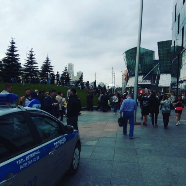 Из здания Таганской управы в Москве эвакуировали 100 человек