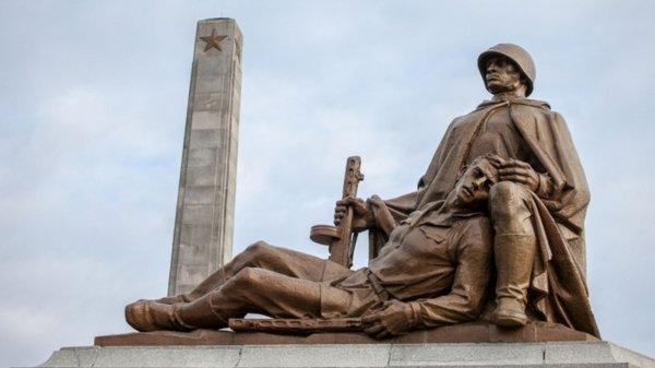 В Варшаве вандалы осквернили кладбище советских солдат