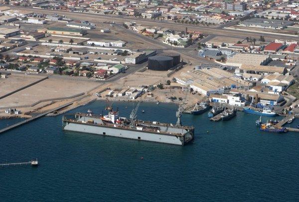 Российские моряки просят о помощи о спасении из плена на судне в Намибии