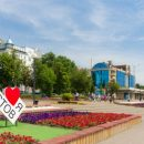 В Ростове-на-Дону с горящей гостиницы осыпаются части крыши