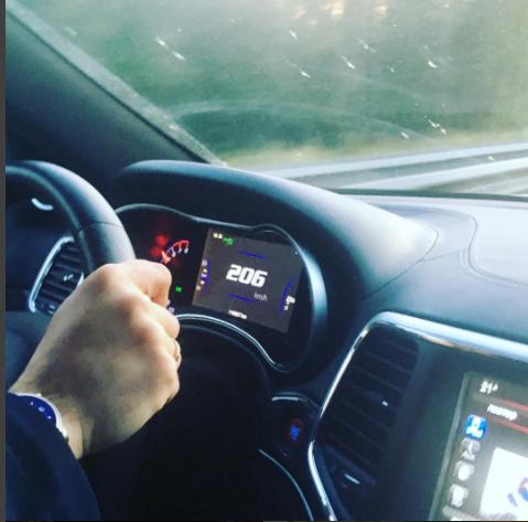 Кадры с гонками на скорости 200 км/ч появились в Instagram адвоката Ивана Миронова