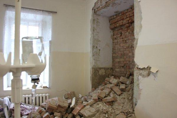В детской поликлинике под Челябинском произошло обрушение стены