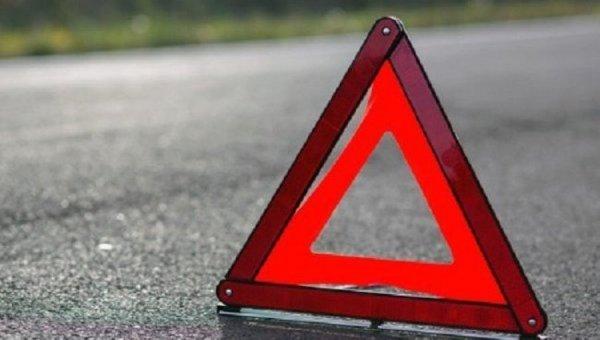 В Нижнем Тагиле в результате ДТП на пожилую женщину упал дорожный знак
